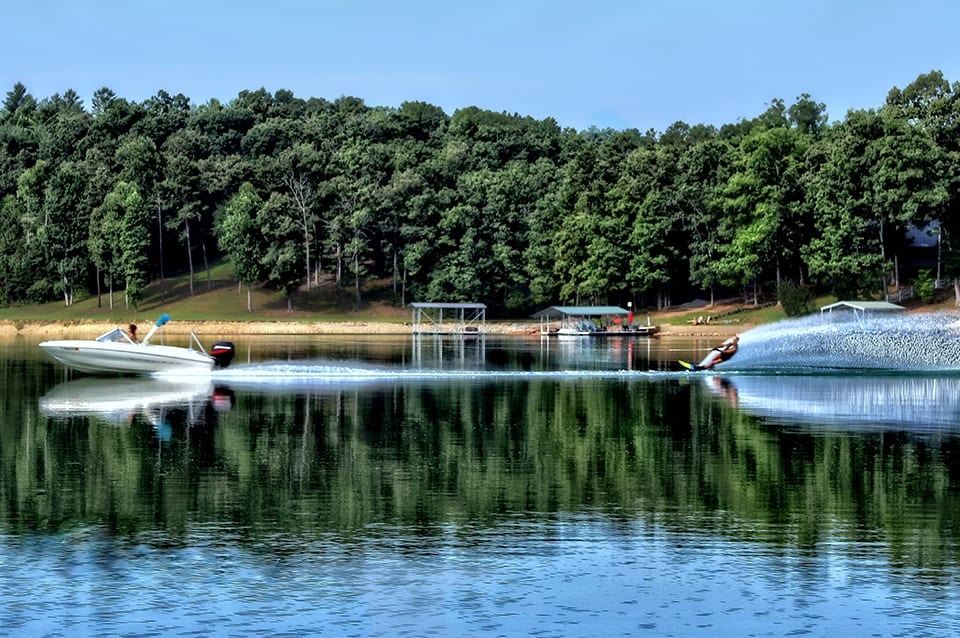 Georgia Mountain Parkway - Boaters and skiers enjoy spending time on the many lakes found in North Georgia